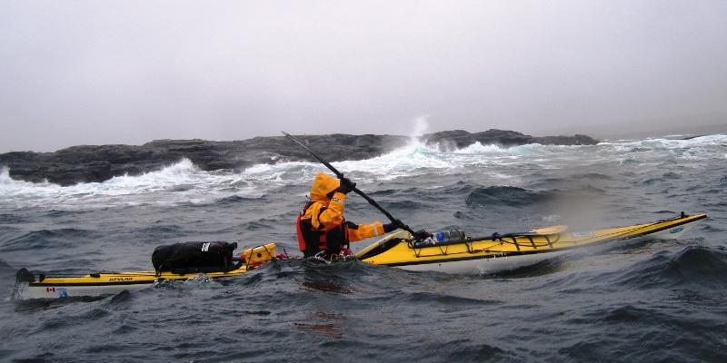 Freya remando en el mar