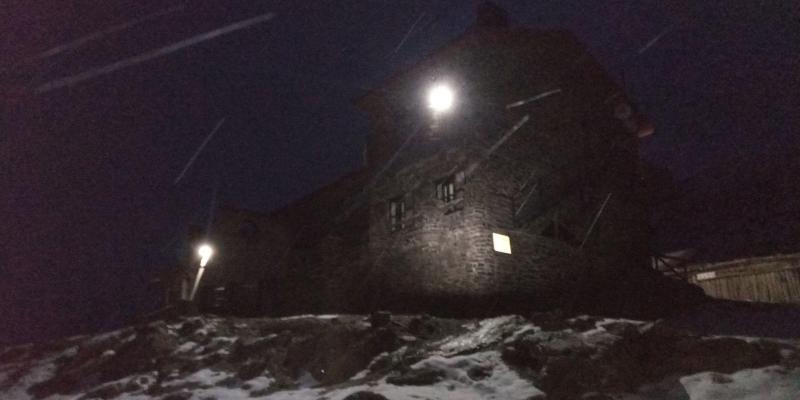El Refugio Poqueira de noche